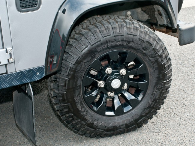 Defender 16x7 Quot Sawtooth Alloy Wheel Black Lr025862
