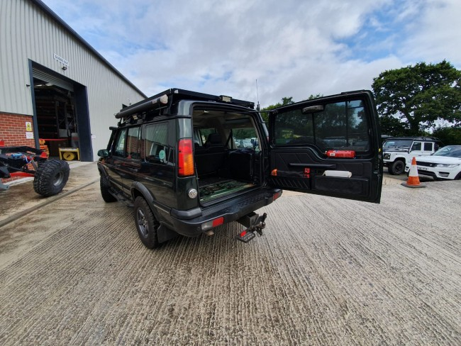 D44 Discovery 2 Rear Door Stay